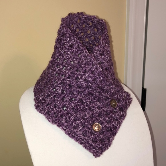 Crocheted neck scarf collar